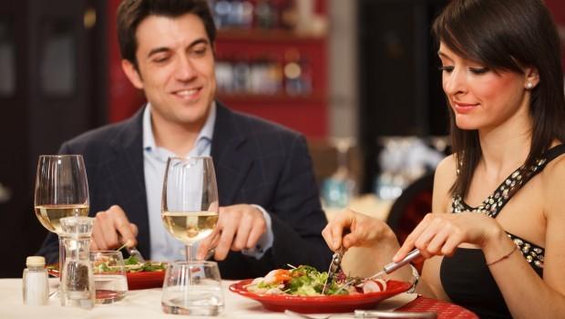 first-date-dinner-620x350