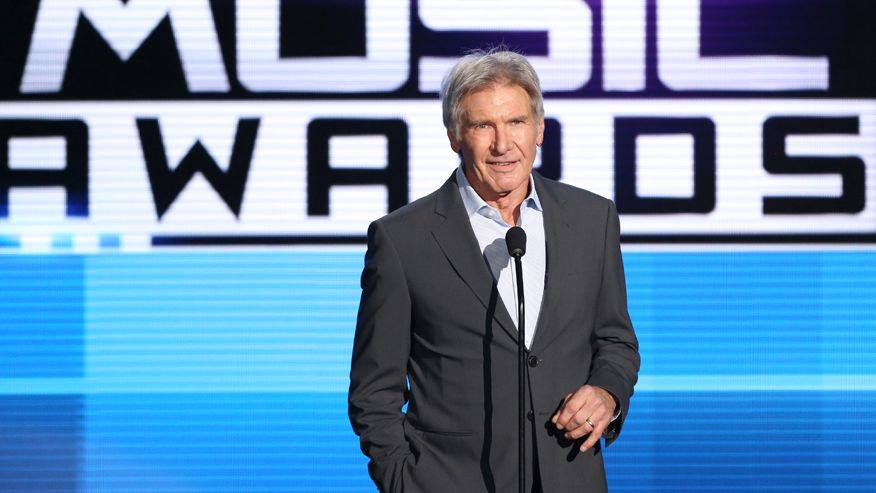 harrison-ford-suit-american-music-awards